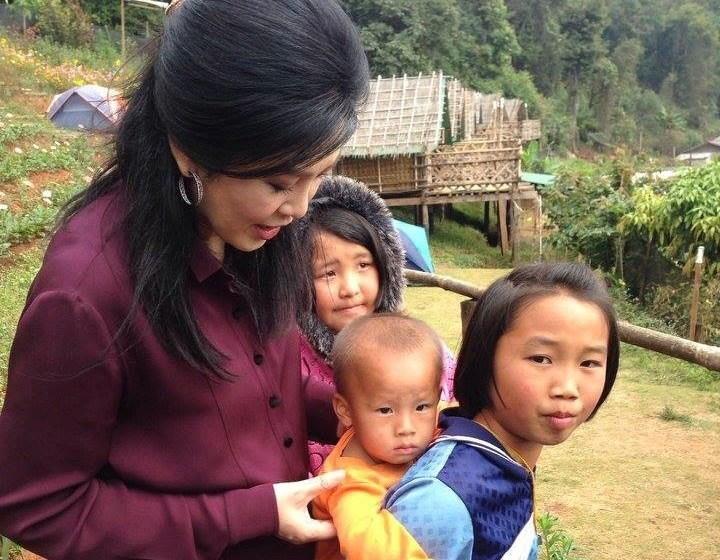 Yingluck Shinawatra with Thai hill tribe children