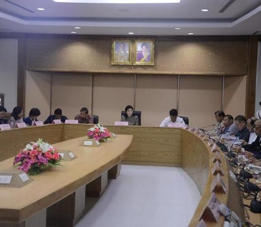 Yingluck Shinawatra Cabinet meeting