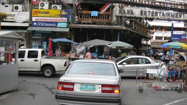Driver Chopped by Blade-Wielding Motorist in Bangkok