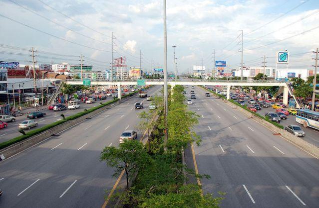 Woman injured in jump from Bangkok bridge