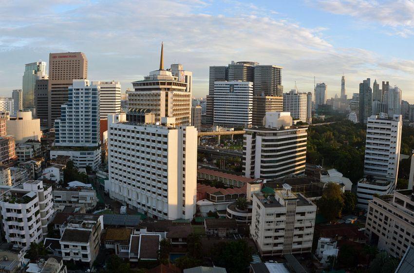 Woman falls to death at Bangkok Bank's Silom building