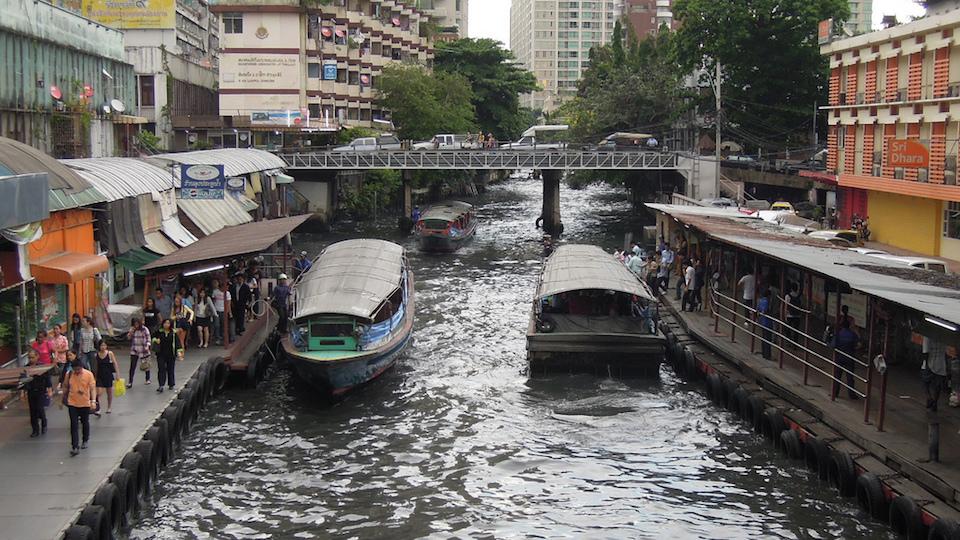 Homeless hero saves man drowning in Bangkok canal