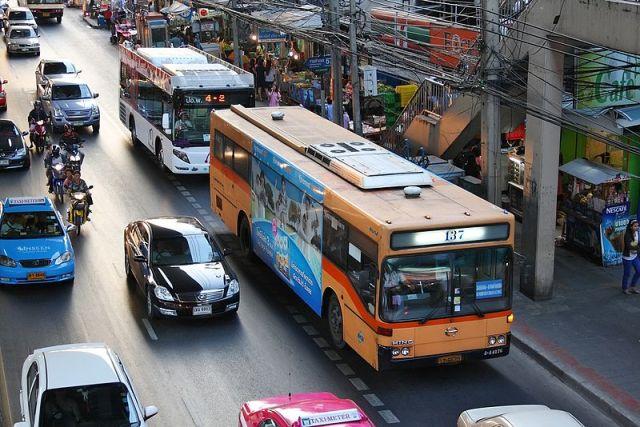 Bangkok bus conductors face early retirement