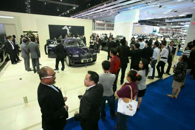 Japanese car giants promise to use Thailand as production base