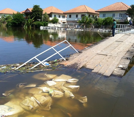 Floods in Thailand, river overflowed its banks