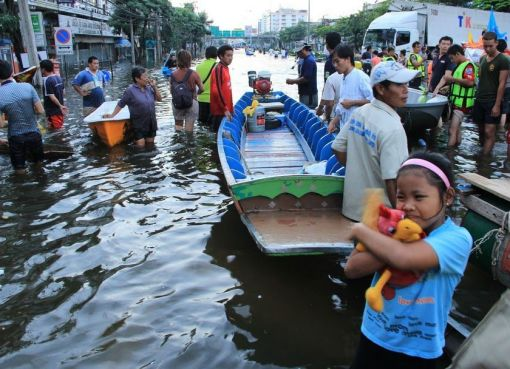 Floods at Thon Buri bridge in Bangkok