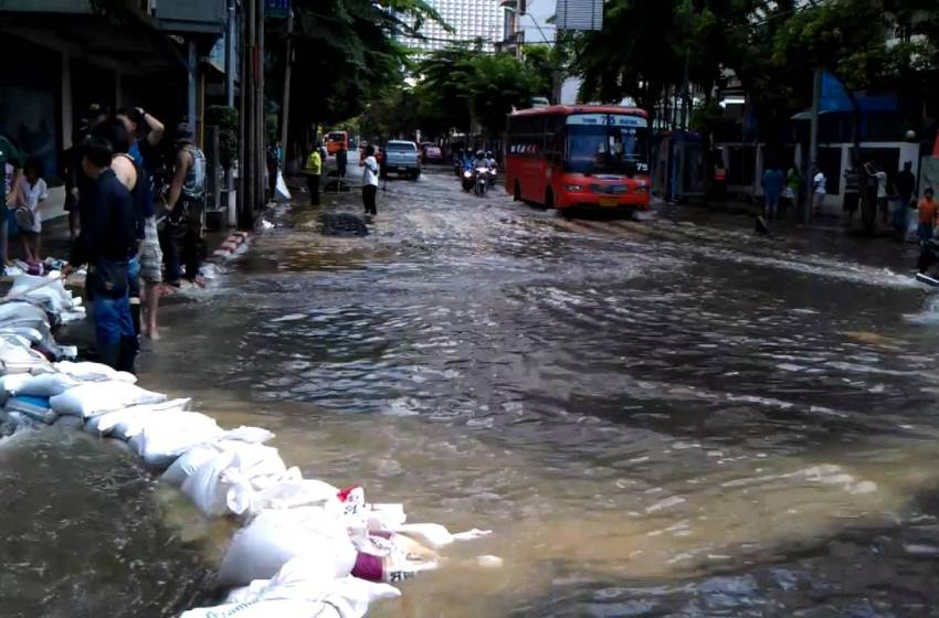 Heavy downpours hit Bangkok on Friday June 7 afternoon