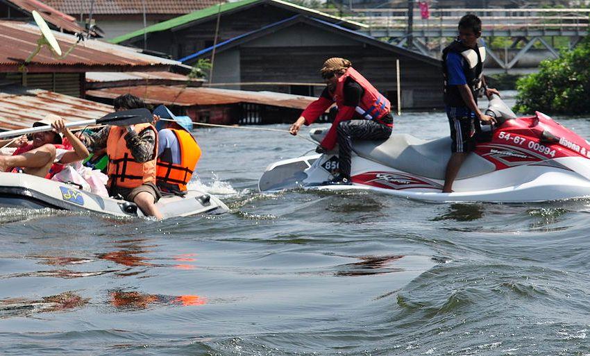 1 Dead, Thousands Evacuated as Storm Pabuk Batters South