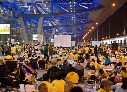 Yellow Shirt (PAD) protesters at Suvarnabhumi Airport in 2008