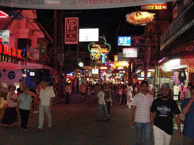 Pattaya Terrorized by Knife-Wielding, Naked Farang