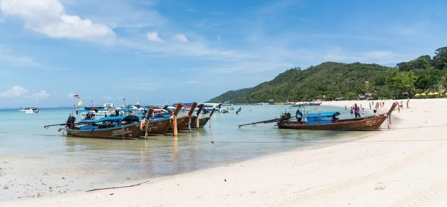 Phang-nga tour operators boycott visits to Similan-Surin islands to protest against new restrictions