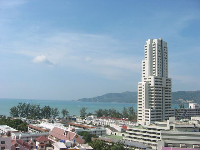 Finnish woman, 19, dies in Patong hotel fall