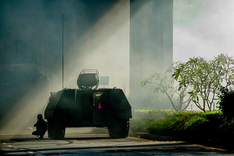 A Type-85 AFV reconoiters the Red Shirt barricade at Chulalongkorn Hospital