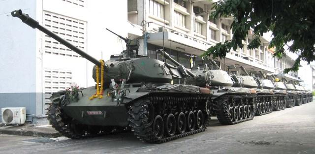 Army to evacuate tanks and artillery into Bangkok
