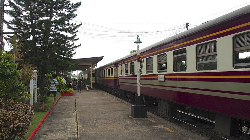 Man injured in fall from train in Surat Thani