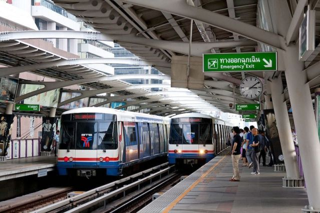 Woman faints, briefly disrupts services at Morchit station