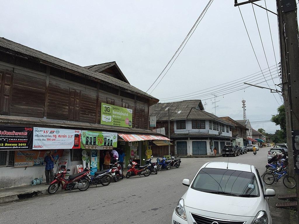 Bomb damages police vehicle, injures motorcyclist in Narathiwat