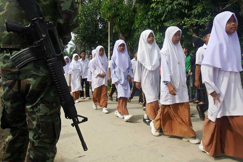 Soldiers protecting Muslim school childre