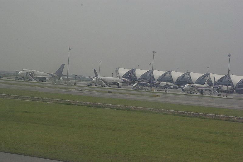 Aircraft taxiing at Suvarnabumi Airport