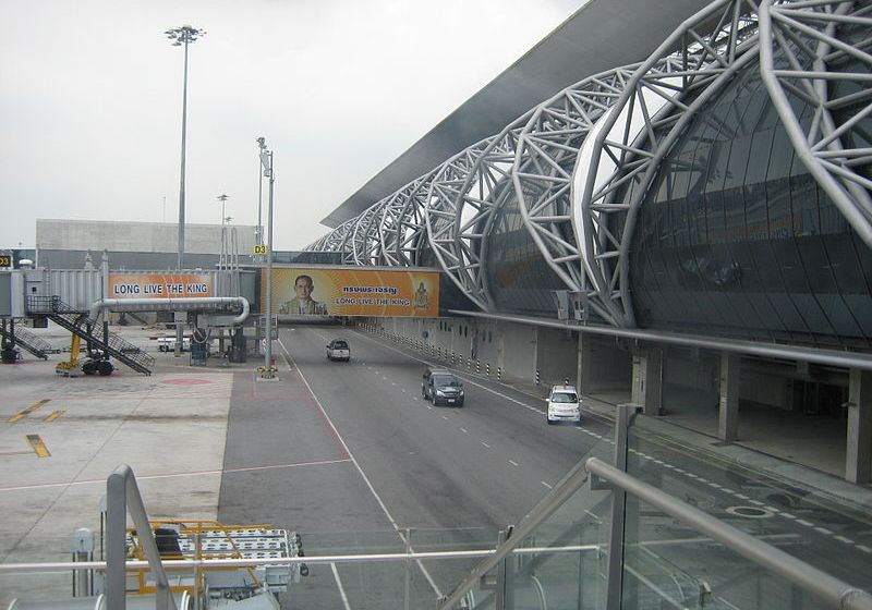 Foreign woman falls after dangling from cables at Suvarnabhumi airport