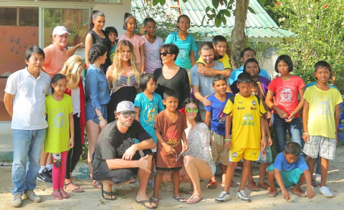 kardashian-jenner-thailand-orphanage
