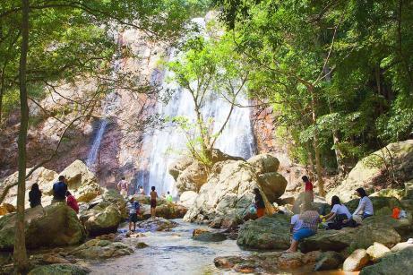 na_muang_waterfall1