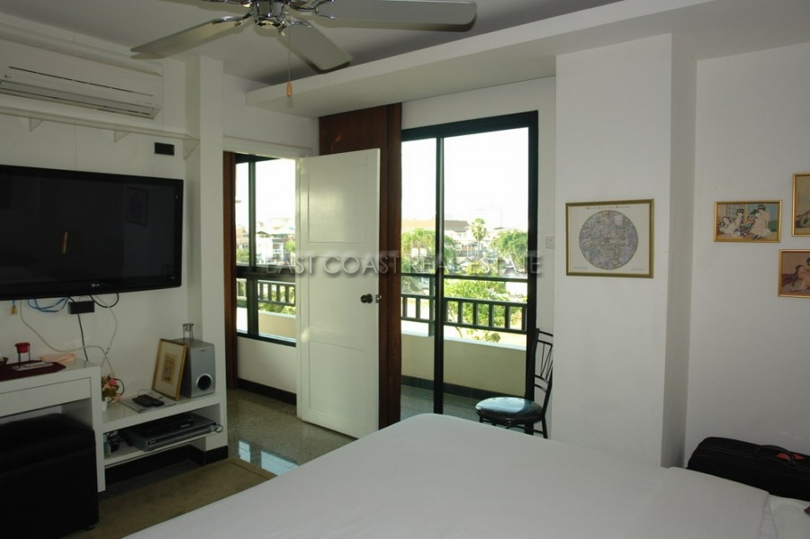 white kitchen cabinets for sale chair pads maxx central condo in pattaya city   ...