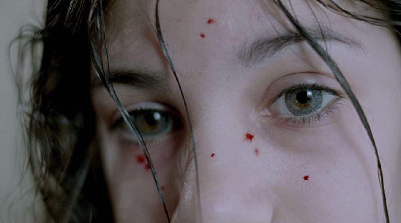 映画『ぼくのエリ 200歳の少女』の一場面