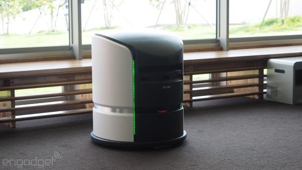 หุ่นยนต์ส่งของไปที่ห้องพัก