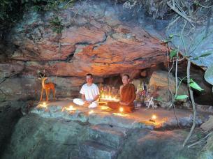 Wat Tham Puang - meditace jeskyně