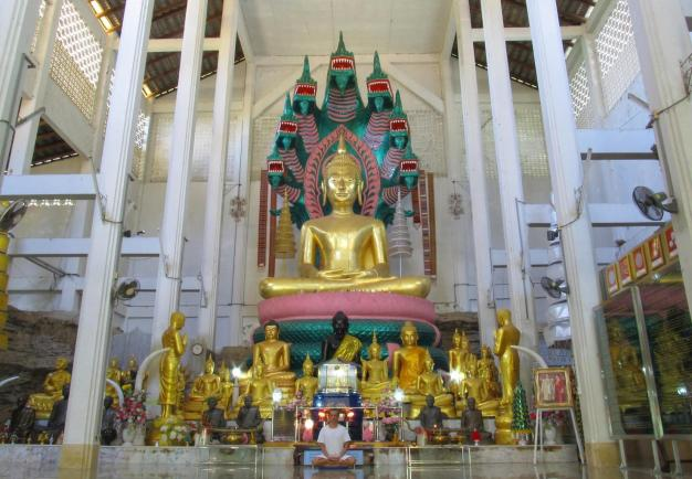 Wat Tham Puang - Vihan - meditace
