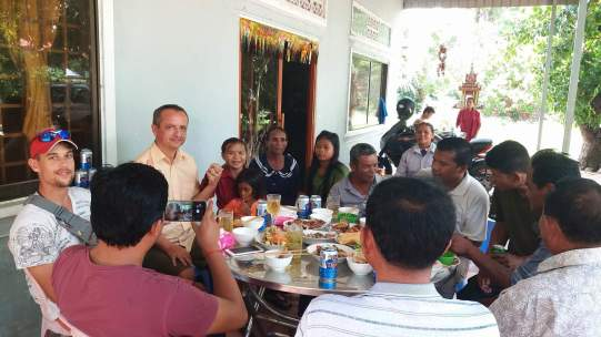 Oslava propuštění v rodné vesnici Nicol