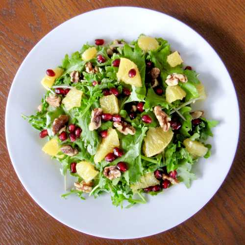 january salad (pomegranate vinaigrette)