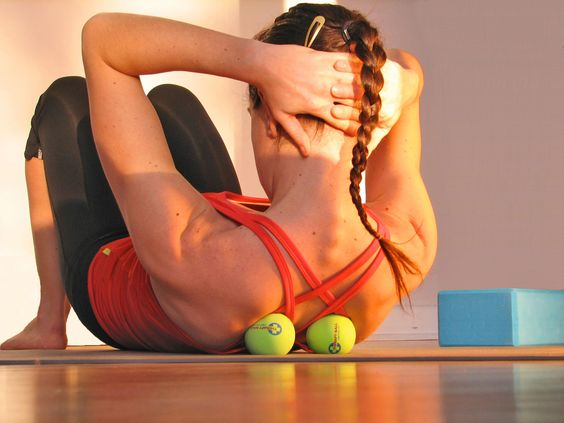 إستخدام كرة التنس في تخفيف ألم العضلات 16