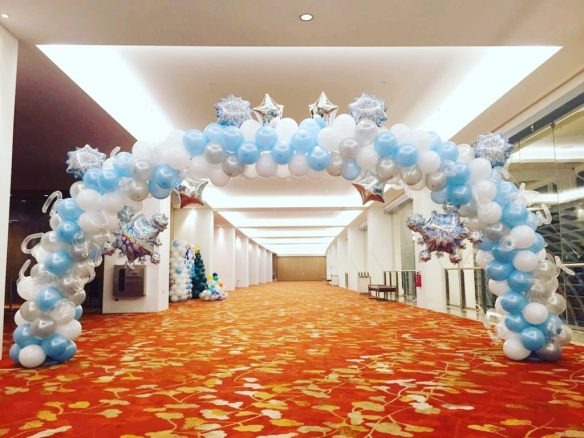 balloon-christmas-arch-decoration