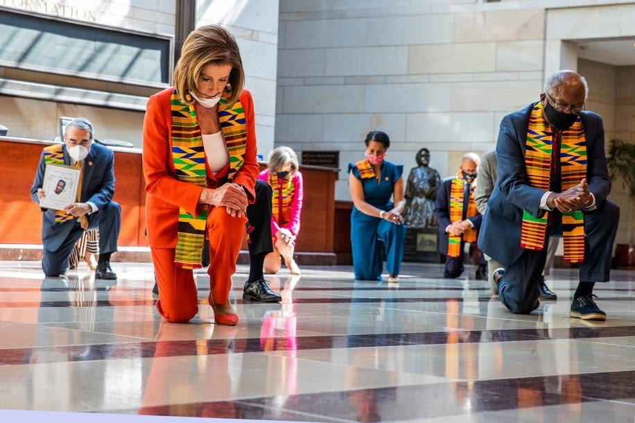 Why did Democrats wear Kente cloth in honoring George Floyd?