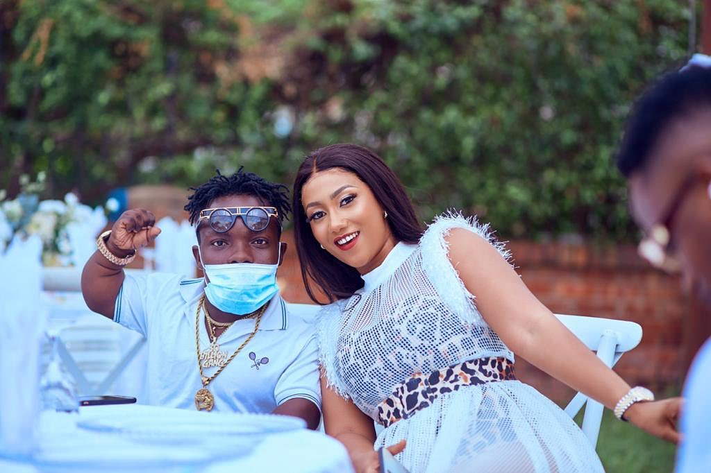Shatta Bandle shows six pack