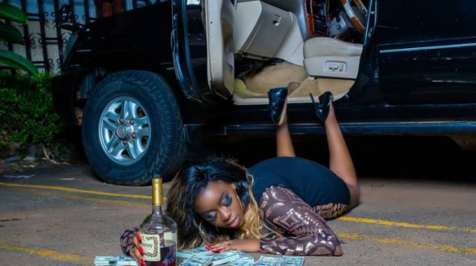 After getting ditched by skillful Muzinnyi Daddy Andre, Nina Roz's wire predecessor Angella Katatumba set to introduce new bonkmate