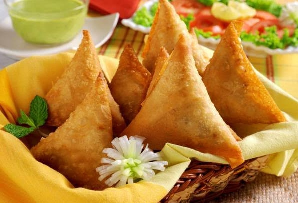 Veg Samosa can be the favorite dish for Vegetarian lovers in Christmas