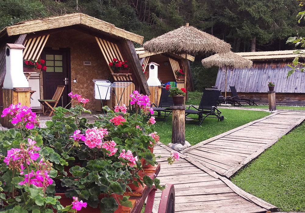 Glamping - Canping the glamourous way | Chalets and flowers | that kind of style