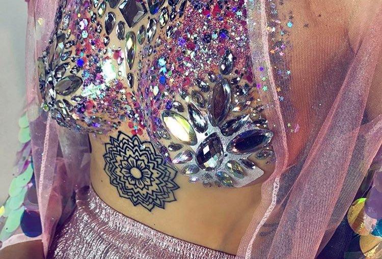 Festival trend: Glitter boobs & glitter bootays!