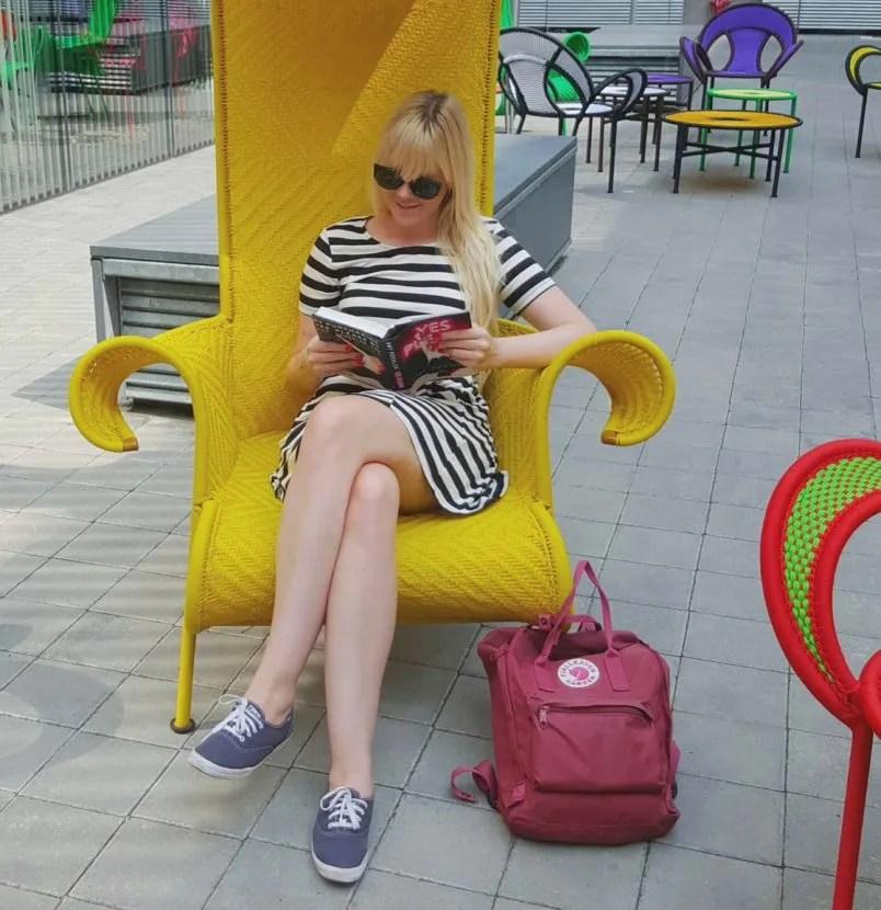 INGRIDESIGN_reading outside the MUDEC