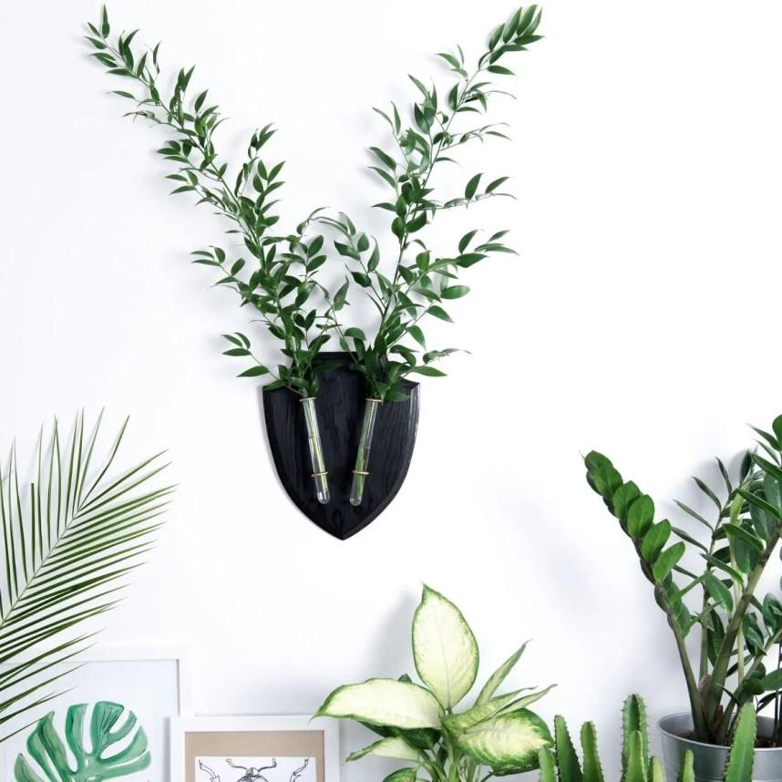 eco_deer_wall_planter_black_plants