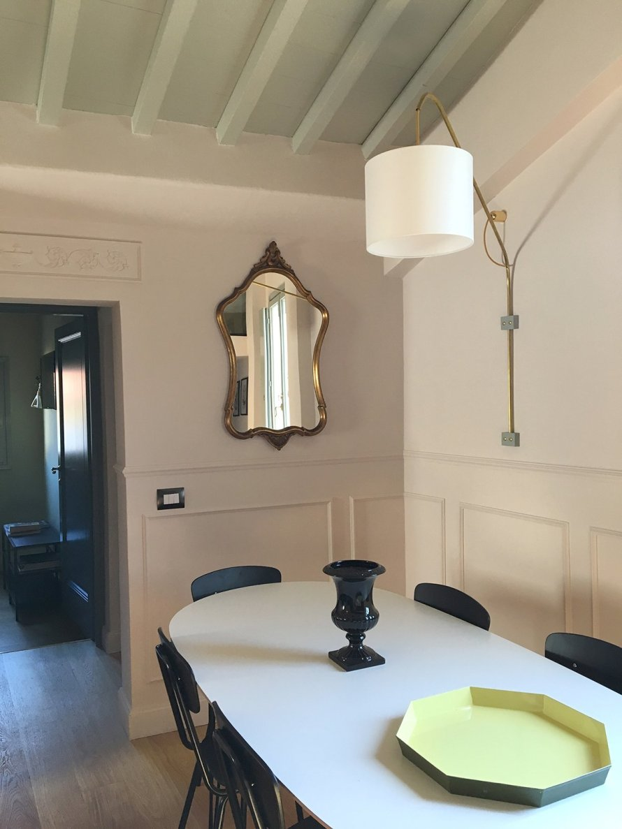 airbnb_florence_italy_interior_livingroom_table