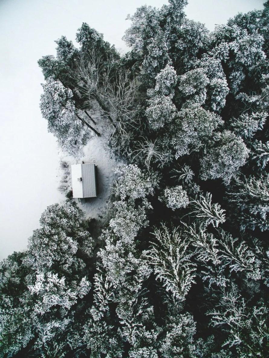 airpixels_scandinavia_view_snow_cottage_sweden