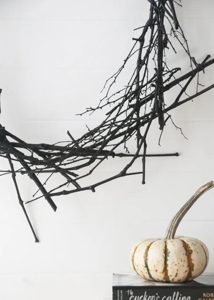 minimal halloween wreath black DIY