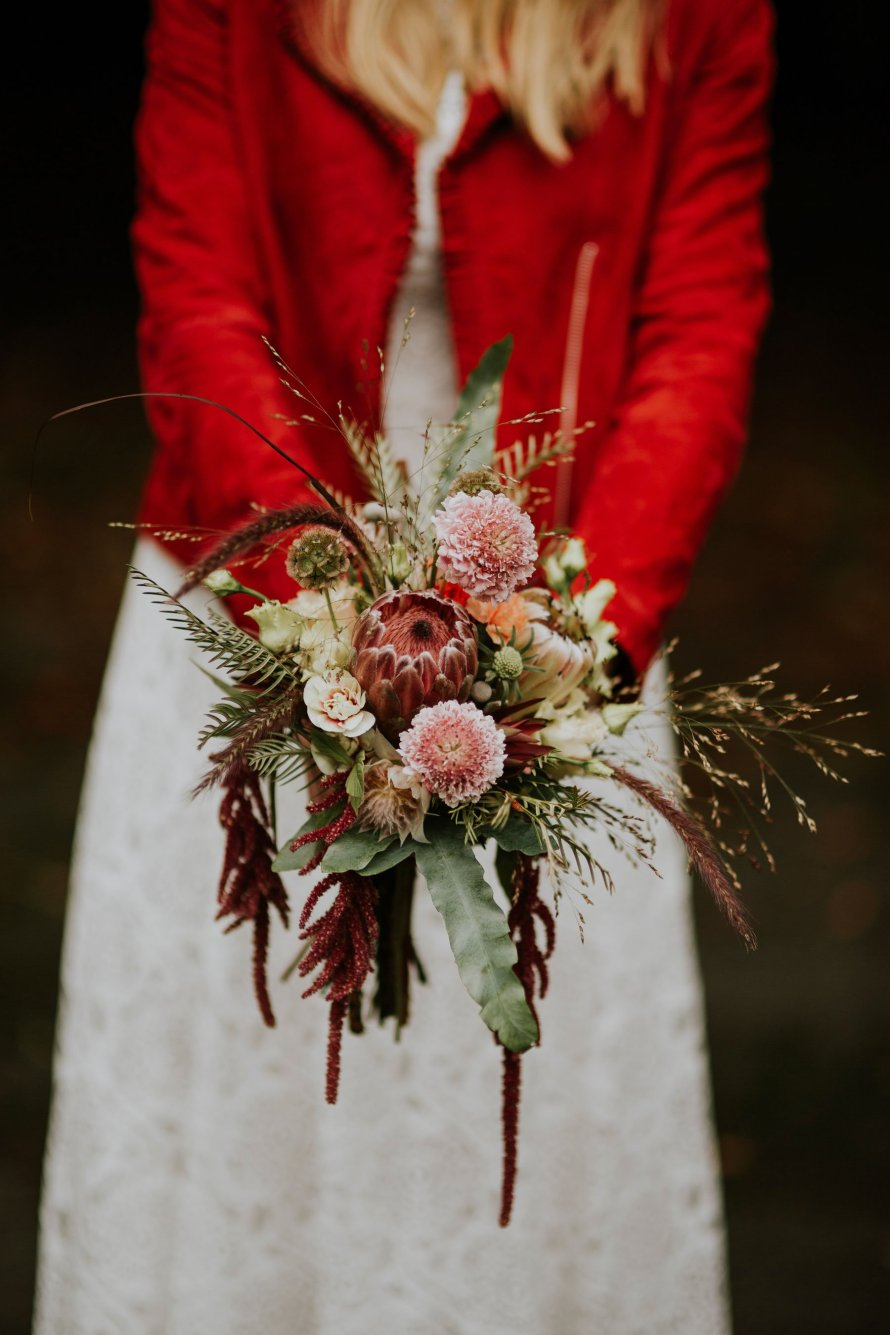 flowers norwegian wedding lineowrenfotografi tuvamats