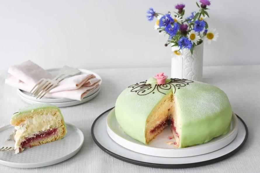 nordic kitchen stories prinsesse torta slice