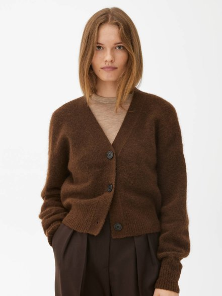 cozy-brown-cardigan-scandinavina-style-fashion-autumn-nordic