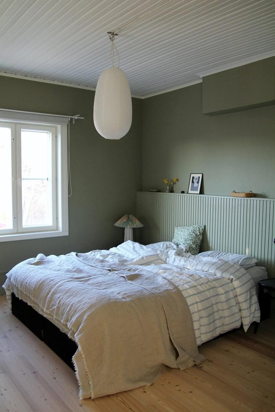 scandinavian feeling bedroom cozy hygge deep green 2